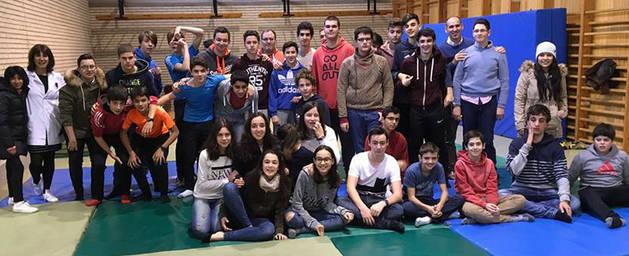 Imagen de algunos de los alumnos participantes en el programa 'Recreos de todos' de Jesuitas Tudela.