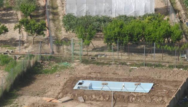 Imagen de la piscina, localizada desde el aire por la Benemérita.