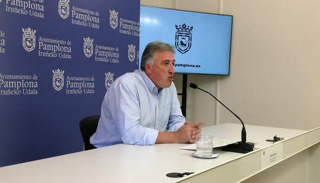 El alcalde de Pamplona, Joseba Asiron, durante la rueda de prensa de este jueves.