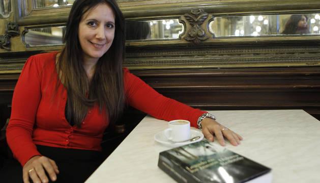 Foto de Dolores Redondo en la presentación de su segunda novela, 'Legado en los huesos'.