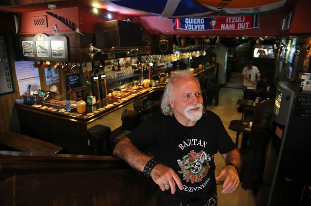 Imagen de Patxi, esta semana, en la cervecería Baztan de la calle Nueva de Pamplona, local que abrió hace dos años y medio.