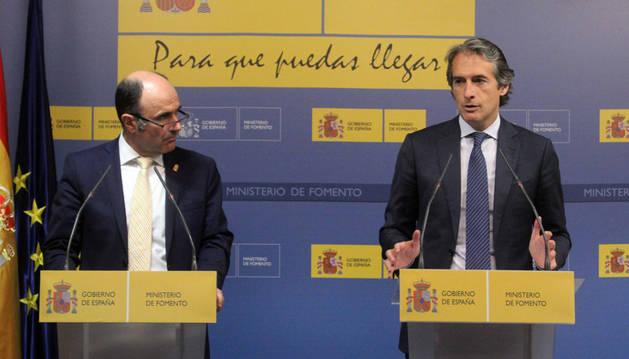 Imagen del vicepresidente Ayerdi y el ministro De la Serna, en su comparecencia del jueves en Madrid.