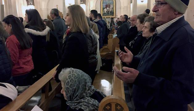 Cristianos coptos siguen una misa en Siria.