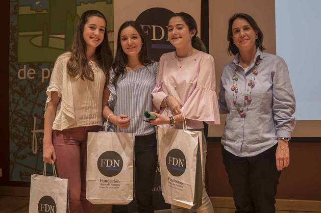 Imágenes de los jóvenes ganadores del IV Concurso periodístico escolar FDN.