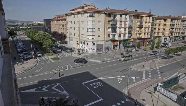 Imagen del cruce entre las avenidas de Guipúzcoa y Berriozar que se regulará con una rotonda.