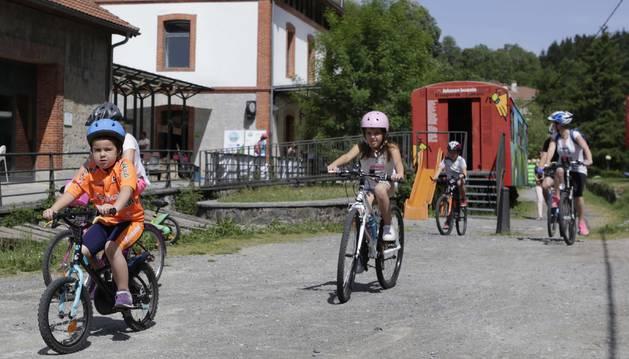 Familias enteras participaron ayer en esta jornada que reivindica la movilidad sostenible.