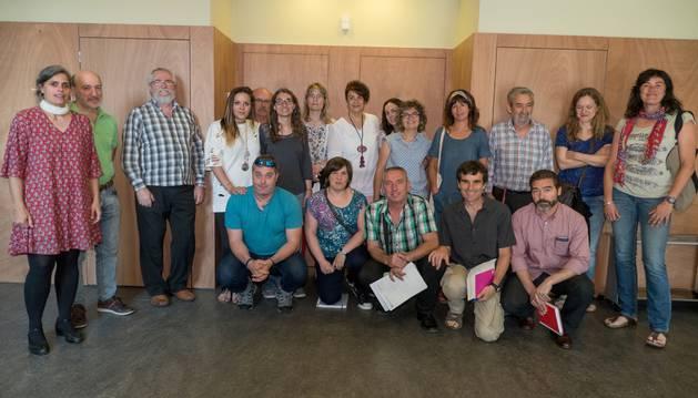 Los ponentes y participantes de la jornada, al término de la sesión.
