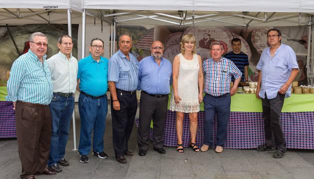La consejera Ana Ollo y Jesús Orduna de Artesanos de Navarra, entre otros