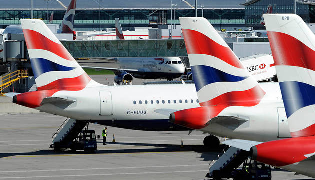 Aviones de British Airways en el aeropuerto londinense de Heathrow.
