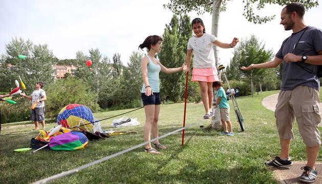 Taller de cometas y otras actividades en el parque fluvial del Queiles