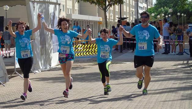 Más de 800 corredores participan en la cita solidaria Barañáin-Tsunza
