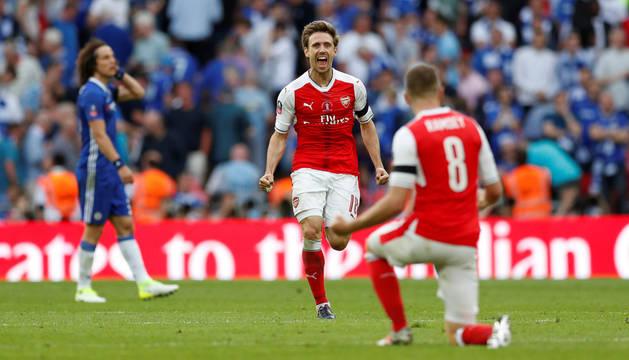 Monreal, exultante tras proclamarse campeón de la FA Cup.