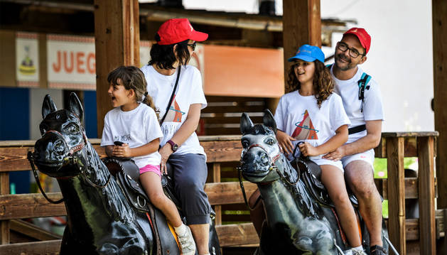 La familia Mesa Vargas disfruta de una de las atracciones del parque.