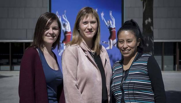 Desde la izda.: Leticia Pascual Laguna, Nerea Pérez Tristán y Juana Erika Quinteros Quinteros, tres mujeres con discapacidad en activo.