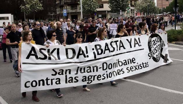 Imagen de una manifestación en protesta por unas agresiones denunciadas el año pasado en el barrio pamplonés de San Juan.