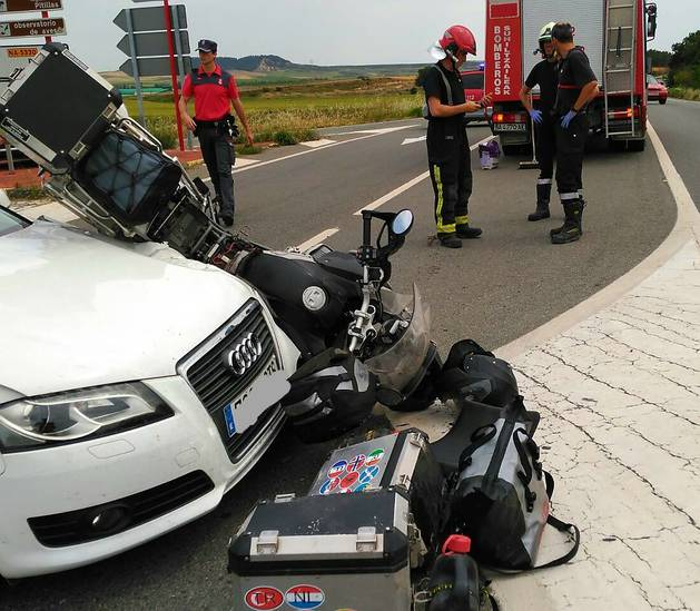 Imagen de la motocicleta y el coche implicados en el accidente.