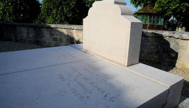 Imagen de la tumba profanada del general Charles de Gaulle.