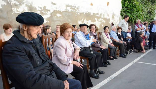 Los mayores homenajeados por el Ayuntamiento y vecinos de Urrotz en el Día de Malerreka del pasado sábado.