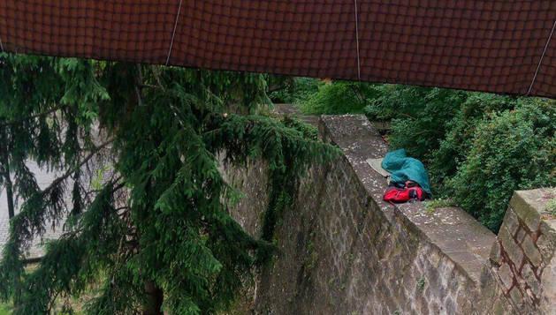 El hombre se exponía a una caída de unos 10 metros hasta la cuesta de Labrit.