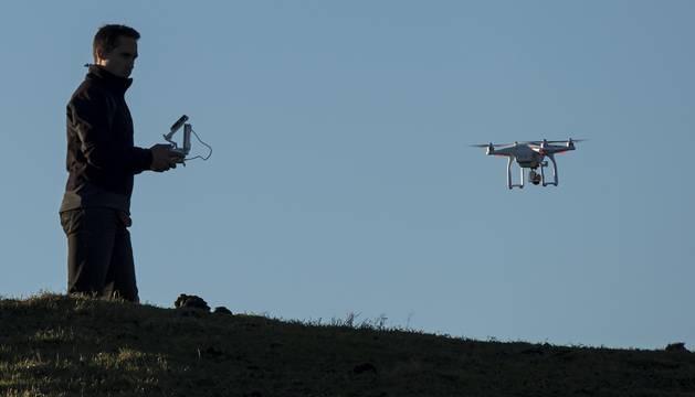 Los drones usados como hobby no pueden superar los 120 metros de altura en vuelo.