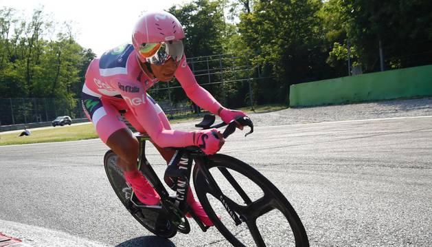 Nairo Quintana, durante la contrarreloj final del Giro de Italia 2017, en la que perdió la maglia rosa.