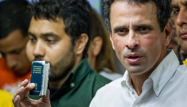 El opositor Capriles y un diputado, heridos durante una nueva protesta en Venezuela