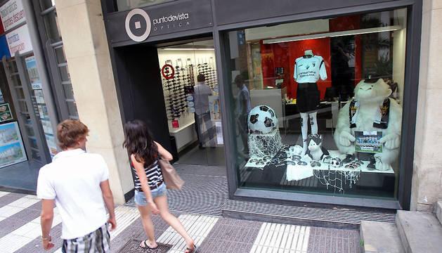 El escaparate de un comercio de Tudela en una campaña de apoyo al Tudelano.