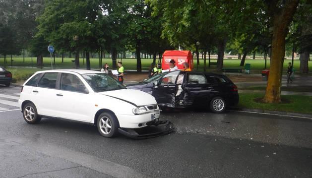 Imagen de los dos vehículos implicado en el accidente junto a la Vuelta del Castillo.