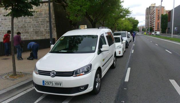 Los taxistas de Pamplona se unen a la protesta contra el alquiler de coches con chófer