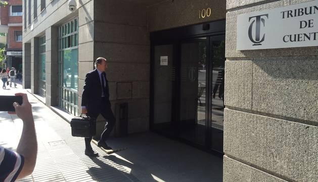 Claudio Colomer, abogado de Barkos, llega el Tribunal de Cuentas