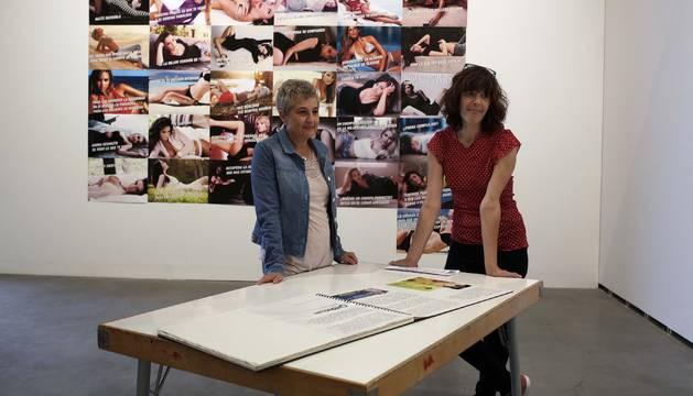 Foto de Marian Esteban (izquierda) y Marisa Mantxola, ayer, en el Centro Huarte.