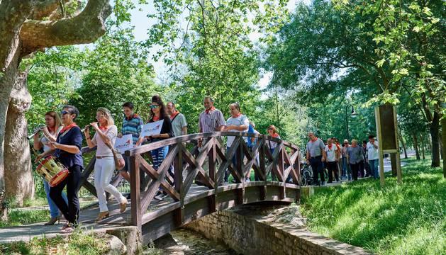 Una imagen del recorrido por el que han marchado hasta el Parlamento de Navarra