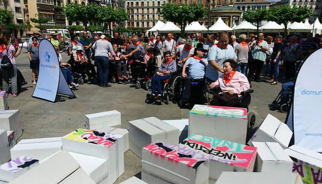 Evento realizado en la Plaza del Castillo con motivo del día de la Esclerosis Múltiple