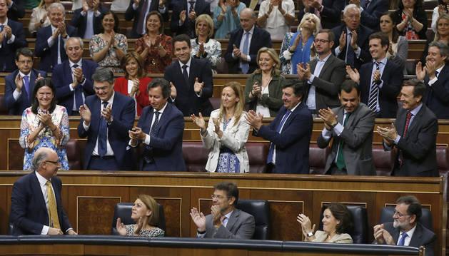 Montoro celebra el resultado favorable con sus compañeros de partido