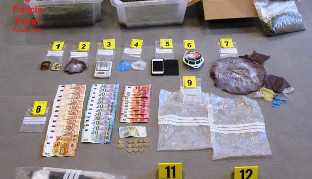 Droga y útiles intervenidos dentro del inmueble en Sartaguda.