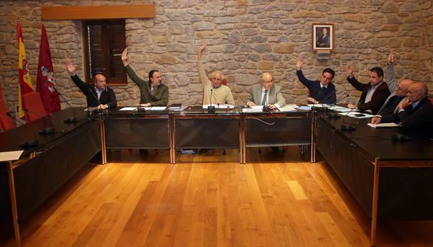 El pleno de la Cendea de Cizur, el 10 de mayo, cuando aprobó pedir el paso a la zona no vascófona.