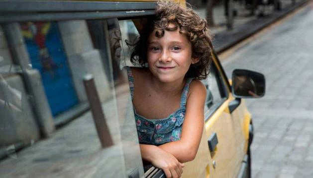 Foto de una secuencia de Verano 1993 en la que se narra la experiencia de una niña que es adoptada.