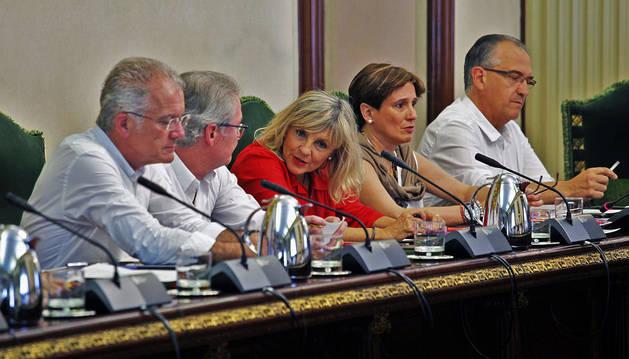 Foto de los concejales de UPN, desde la izquierda: Echeverría, Villanueva, Caballero, Elizalde y Maya.
