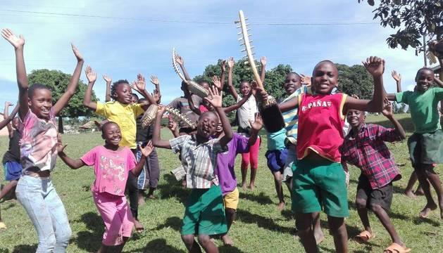 Los integrantes del coro infantil ugandés