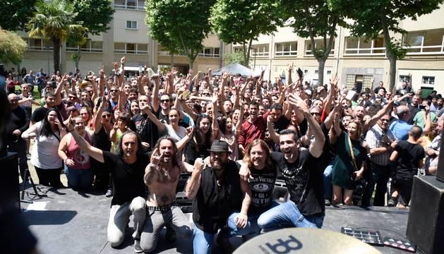 Imagen tomada tras la actuación de Marea en la plaza de Berriozar que lleva su nombre.