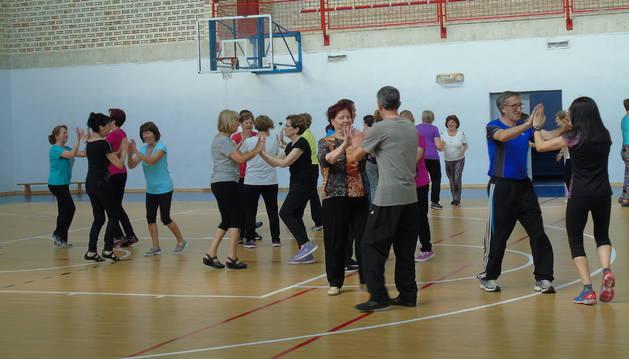 Biodanza o danza de la vida en la jornada deportiva de la tercera edad