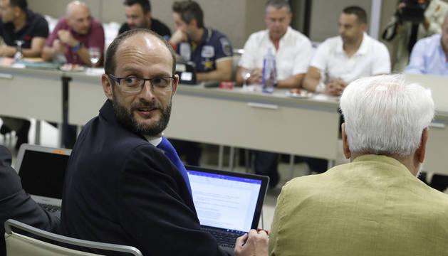 El director gerente de la patronal Anesco, Pedro García, durante la reunión con los sindicatos de estibadores.