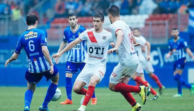 Una jugada del partido de ayer del Vitoria contra el Cirbonero en Ipurua.