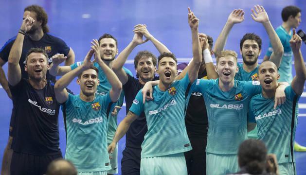 Algunos jugadores del Barça celebran su pase a la final