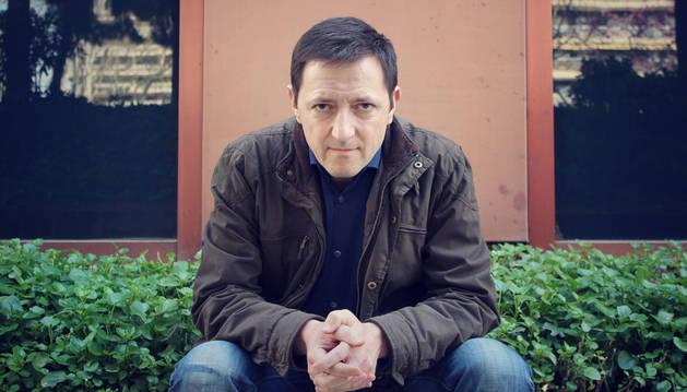 De 56 años, Ignacio Martínez de Pisón nació en Zaragoza en diciembre de 1960 y reside en Zaragoza.