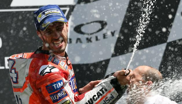 Andrea Dovizioso celebra su victoria en Mugarello