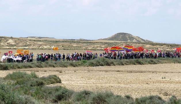 Una marcha vuelve a pedir el desmantelamiento del polígono de tiro de Bardenas