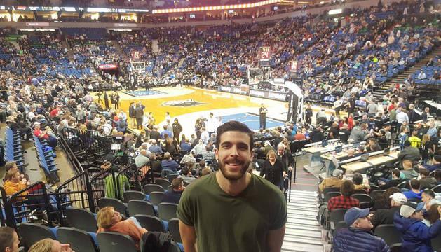 Foto de Unai Ezquer en un partido NBA de los Minnesota Timberwolves, en el  Target Center de Downtown Mineapolis.