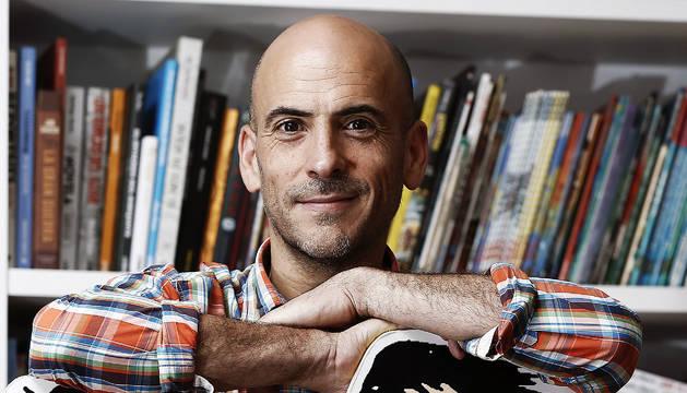 El dibujante navarro César Oroz.