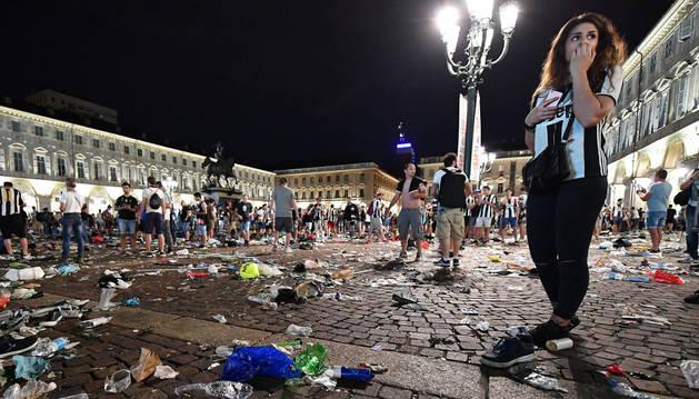 Estado en el que quedó la Plaza San Carlo de Turín después de la estampida.